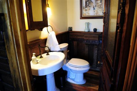 colonial powder room