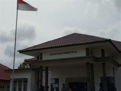 miris  kondisi kantor kumuh bendera  digunakan
