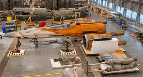 Smithsonian shows off its new life-size Star Wars X-Wing ...