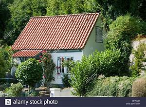 Kleines Häuschen Kaufen : kleines haus blankenese hamburg deutschland small house stock photo royalty free image ~ Eleganceandgraceweddings.com Haus und Dekorationen