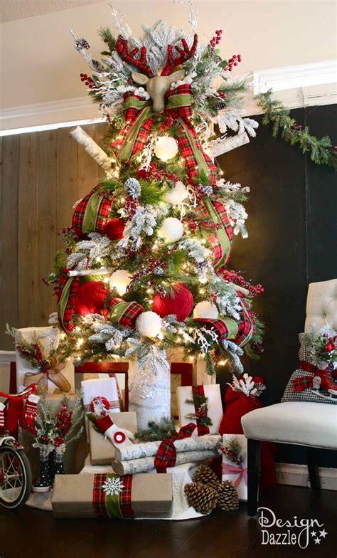 hometalk   decorate  cabin   woods christmas tree