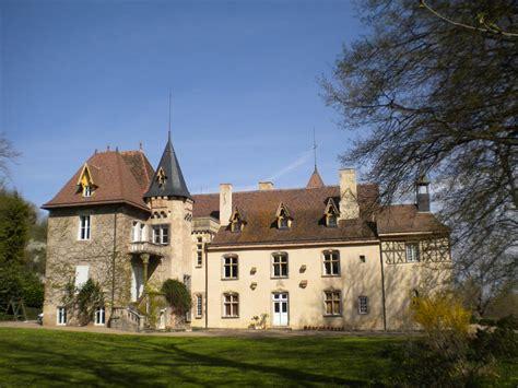 chateau de la chaise château de lachaise hébergements locatifs monetay sur allier auvergne tourisme