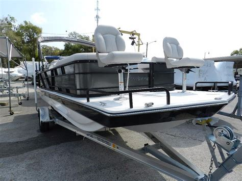 Hurricane 226 Deck Boat by 2017 New Hurricane Fd 226 Ref Ob Deck Boat For Sale