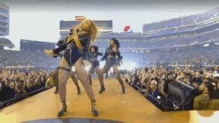 Beyoncé   Beyonce halftime show, Beyonce, Beyonce gif