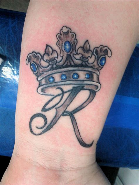 crown tattoos designs ideas  meaning tattoos