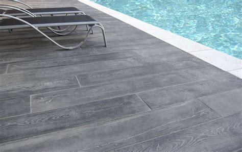 nivrem terrasse piscine imitation bois diverses id 233 es de conception de patio en bois