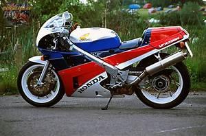Honda Rc 30 : honda 39 s vfr750r rc30 a modern classic ~ Melissatoandfro.com Idées de Décoration