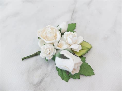 wedding flower boutonniere buttonhole white flower corsage