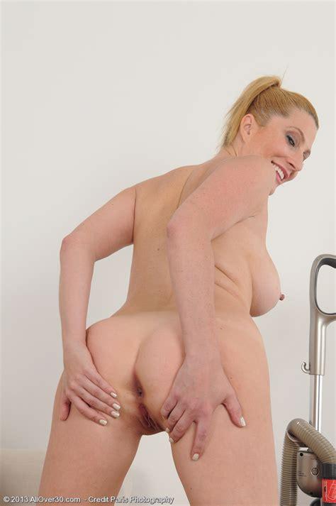 Horny Mommy Jennifer Best Polish Her Moist Pearl Milf Fox