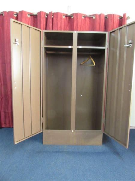 Locking Closet by Lot Detail 2 Door Locking Metal Closet W Shelf Hanger Bar