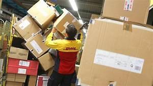 Dhl Jobs Hamburg : video zeigt dhl mitarbeiter pakete auf die stra e ~ A.2002-acura-tl-radio.info Haus und Dekorationen