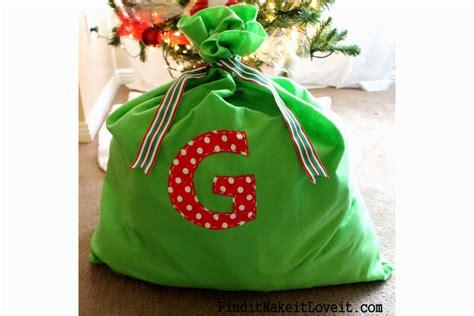 easy diy santa bag find    love