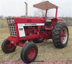 IH 1066 International Tractor