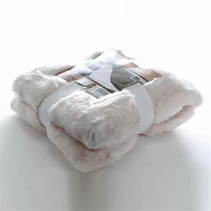 Plaid Fourrure Blanc : plaid polaire effet fourrure 150x120 cm blanc maison fut e ~ Nature-et-papiers.com Idées de Décoration