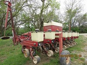 8 Row International 800 Cyclo Corn Planter