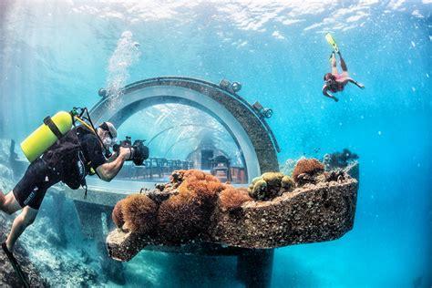 cuisine island preview undersea restaurant hurawalhi maldives