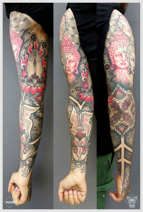 tatuaggi interno braccio maia braccio e mano ornamentali con tre buddha