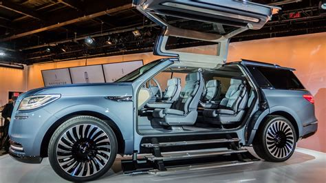 Lincoln Navigator Concept Spreads Its Wings At The New