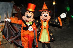 Mickey and Minnie Mouse Disneyland Halloween