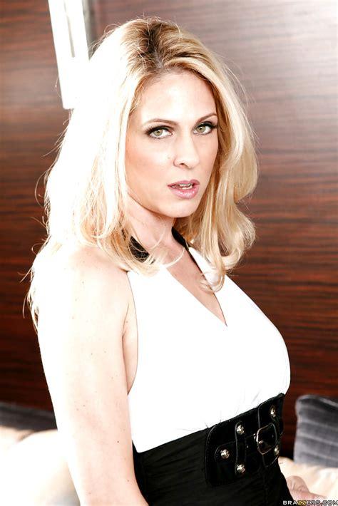 Free Sex Photos Milfs Like It Big Angela Attison Scorland