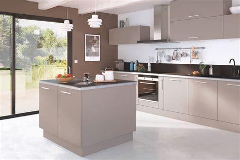 fa軋de de cuisine une cuisine de couleur taupe entre élégance et sobriété diaporama photo