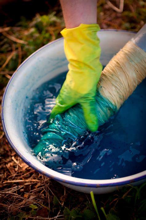 tube tie dyeing techniques extract  indigo dye