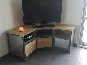 Meuble Tv En Coin : meuble tv d 39 angle industriel en acier et pin massif vieilli pin massif meuble tv et angles ~ Farleysfitness.com Idées de Décoration