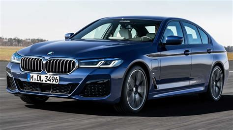 bmw  series packs refreshed design  electrified
