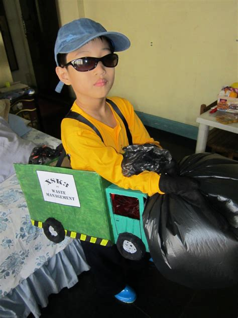 garbage truck costume  weapon art  papercraft