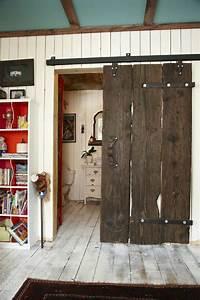 Porte Placard Coulissante Bois : la porte coulissante en 43 variantes magnifiques ~ Teatrodelosmanantiales.com Idées de Décoration