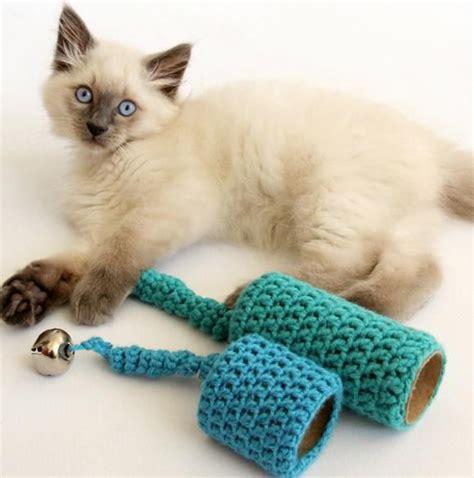 jouet pour chat fait maison les 25 meilleures id 233 es concernant jouets pour chats sur jouets pour chat faits maison