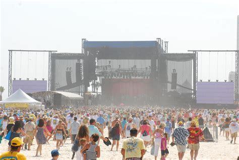 jimmy buffett fan site jimmy buffett fans assemble on beach hours before gulf