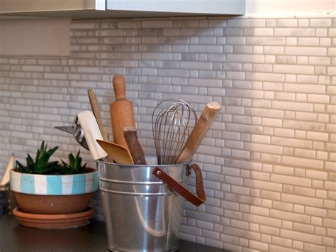 adhesif cuisine j 39 ai testé le carrelage mural adhésif smart tiles valy