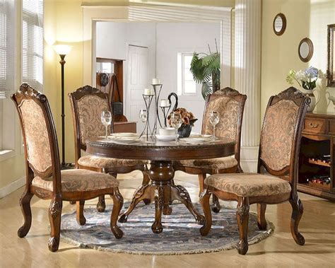 14 Traditional Style Home Decor Ideas That Are Still Cool: Dining Set W/ Round Dining Table In Traditional Style