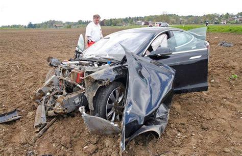 Tesla Model S Crash by Tesla Crash Crashed S Tesla Model S In Germany