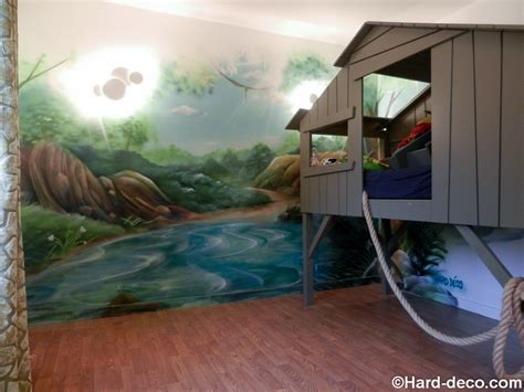 cabane dans la chambre décor de jungle et rivière pour une chambre d 39 enfant avec