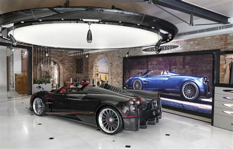 Pagani Arrives Down Under With Huayra Roadster