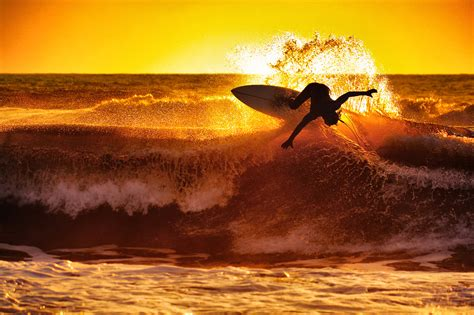 27 Incredible Photos Of Surfers Catching Waves Topaz