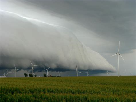 behold the wind 10 amazing cloud formations in images listverse