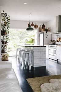 Le Carrelage Blanc Brillant Une Dcoration Murale