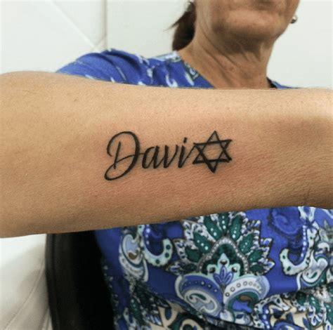 tatouage etoile coude