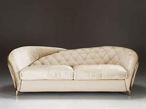 Sofa Mit Verschiebbarer Rückenlehne : sofa mit gefalteten r ckenlehne abgerundeten armlehnen idfdesign ~ Bigdaddyawards.com Haus und Dekorationen