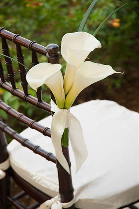wedding lillies wedding flowers calla lily woman getting married