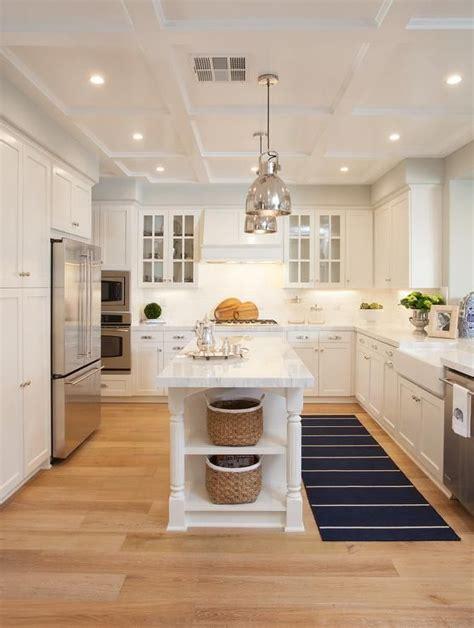 cottage style kitchen islands best 25 cottage kitchens with islands ideas on
