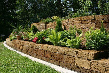 build  retaining wall   yard doityourselfcom