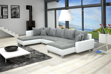 salon moderne gris blanc objets decoratifs muraux