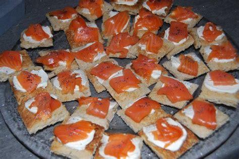 canapés au saumon fumé recette recette et déco de véro