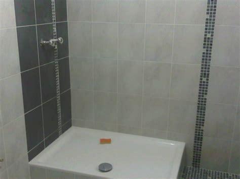 pose de faience dans une pose de faience dans une salle de bain
