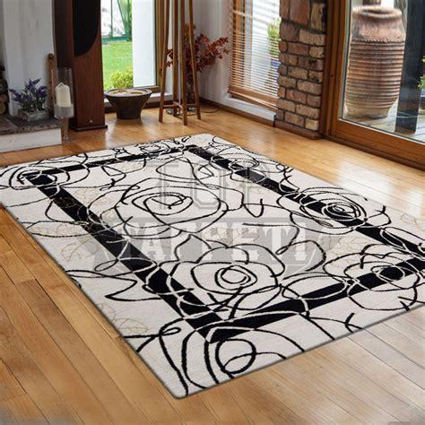 tappeti moderni bianchi e neri volant tappeto moderno ciniglia jacquard petali nero with