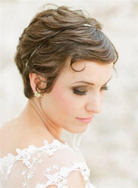 Coiffure mariage cheveux courts  fu00e9minitu00e9 subtile et u00e9lu00e9gance douce